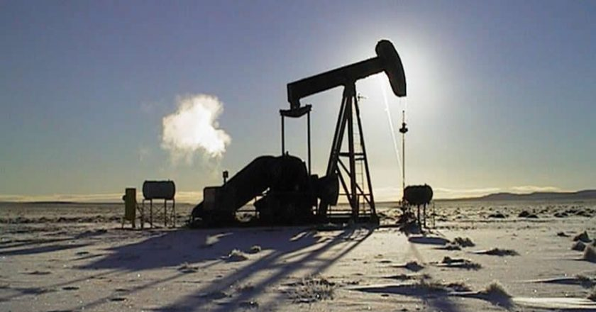 Petroleros firmaron un 30% para cerrar la paritaria 2020 y otro 35% para la de este año y las empresas garantizaron el sostenimiento de los empleos