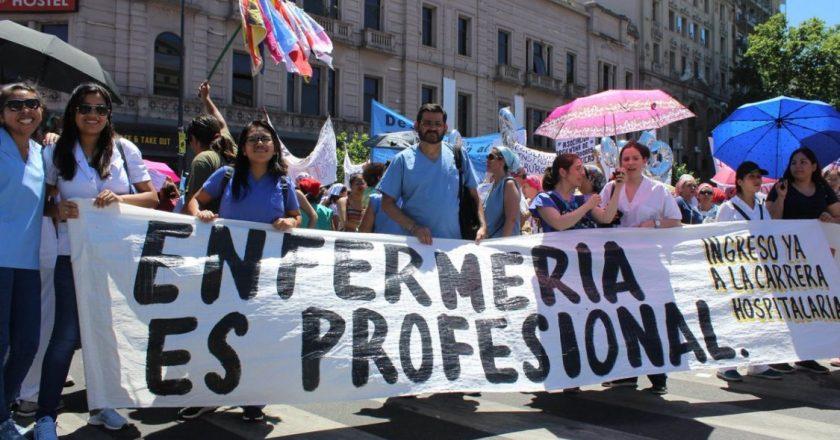 Personal de enfermería porteño sumó apoyo de personalidades a la movilización «por el reconocimiento profesional»